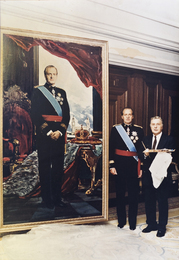 King of Spain Juan Carlos I and Ilya Glazunov at the Portrait of the King. Madrid. The Royal Palace of Zarzuela