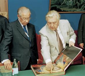 Президент Олимпийского комитета Хуан Антонио Самаранч и Илья Глазунов в мастерской художника