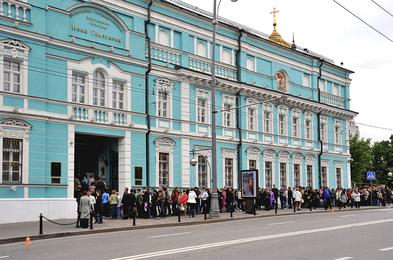 Очередь в Галерею Ильи Глазунова в Москве