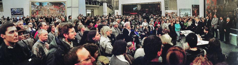 Обсуждение выставки в московском Манеже. Москва. ЦВЗ «Манеж»