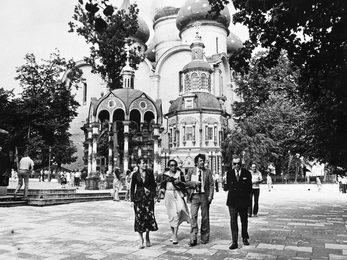 Илья Глазунов с гостями в Троице-Сергиевой Лавре
